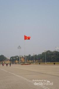 Bendera Vietnam berkibar gagah
