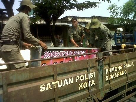 Membandel, Karaoke Liar dan Panti Pijat di Semarang