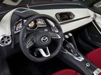 Masuk ke kabin, Mazda mencoba untuk mengikuti warisan-warisan dari mobil-mobil konsep sebelumnya yakni Shinari, Minagi dan Takeri yang tampil sporty namun tetap menampilkan segala ornamen yang fungsional di kabinnya. (Istimewa/Mazda).