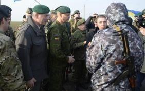 Krisis Ukraina, Kumpulan Pria Bersenjata Larang Pengamat Masuk ke Crimea