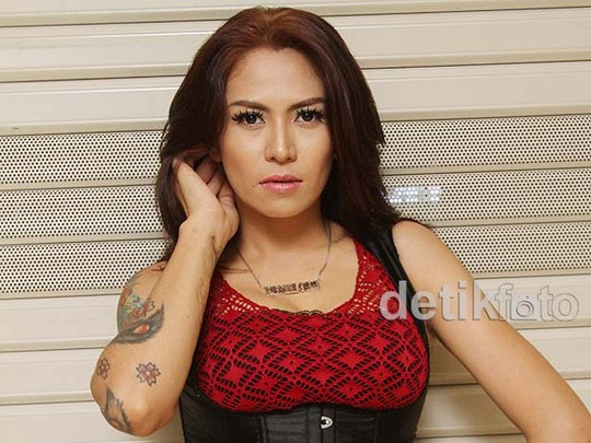 Cinta Penelope Seksi Pamer Tato