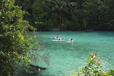 Air Sebening Kaca di Danau Kakaban