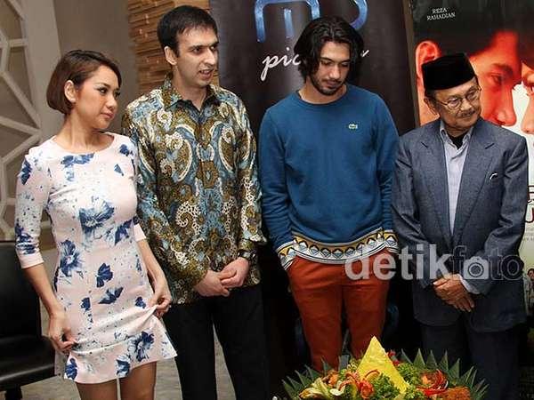 Suasana Syukuran Film Habibie & Ainun
