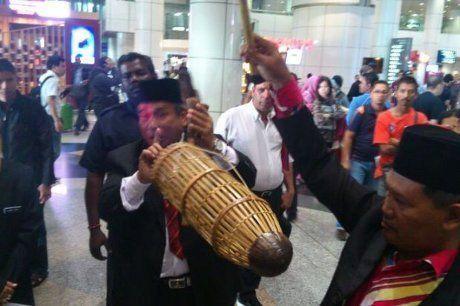 Aksi Dukun Ibrahim Dikecam Menpora Malaysia