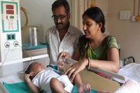 Kini Mithilesh sudah dirawat di Wadia Hospital for Children. Direktur utama Dr Minnie Bhodanwal mengaku sedih masih ada praktek seperti ini di zaman modern. Namun ia berjanji akan merawat Mithilesh selama 24 jam dan diharapkan keluar dalam waktu 3 minggu. (foto: NYDailyNews)