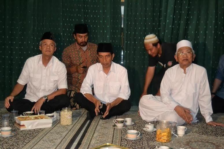 Dua Jam Bicara Dengan Gus Mus Jokowi Mengaku Belajar Soal