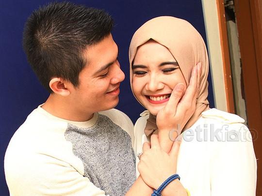 Kemesraan Irwansyah dan Zaskia Sungkar