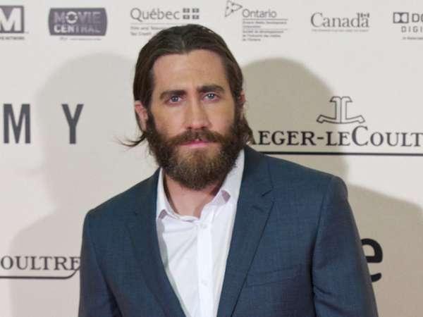 Wajah Brewokan Jake Gyllenhaal