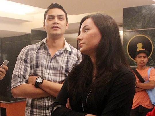 Jonas Rivano dan Asmirandah Nonton Film Son of God