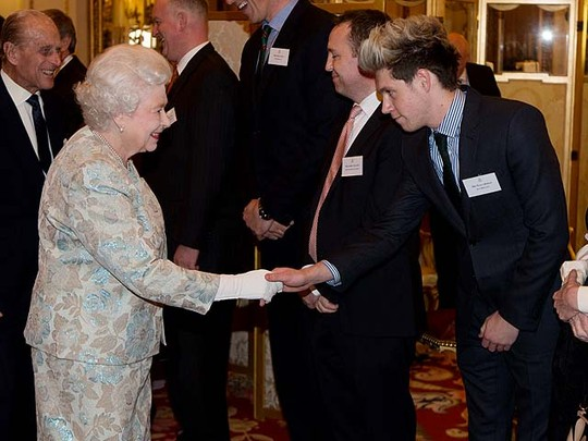 Niall One Direction Eksis di Istana Buckingham