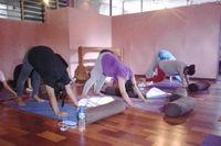 Prenatal yoga berfungsi untuk menyatukan tubuh, pikiran, dan jiwa sehingga ibu bisa menikmati masa-masa kehamilan sekaligus mempersiapkan proses persalinan. (Foto: Tiya/detikHealth)