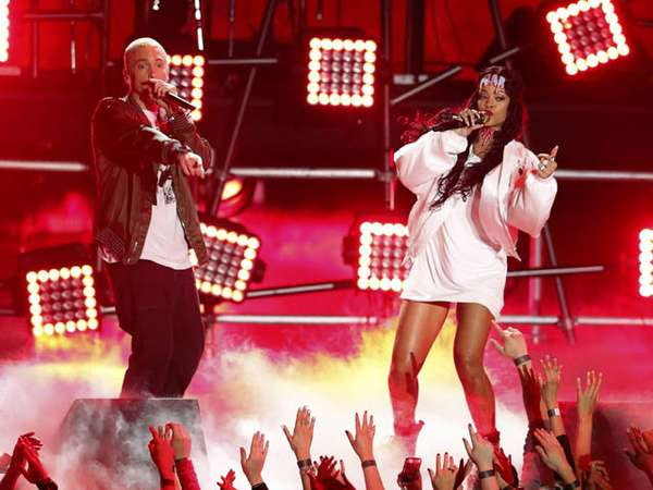 Rihanna dan Eminem Meriahkan MTV Movie Awards 2014