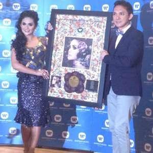 Krisdayanti Resmi Rilis Persembahan Ratu Cinta di Malaysia