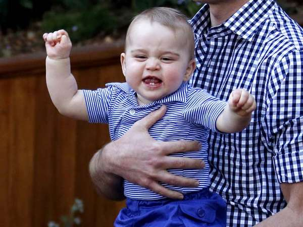 So Cute! Pangeran George Asyik Main di Kebun Binatang