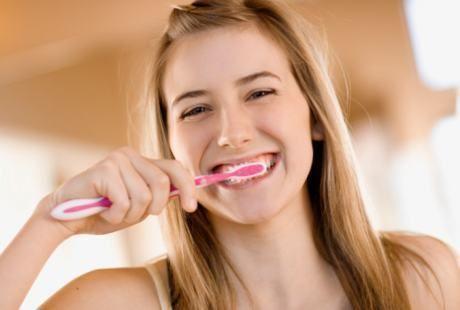Begini Cara Gosok Gigi Yang Benar Agar Gigi Anda Tak Kuning
