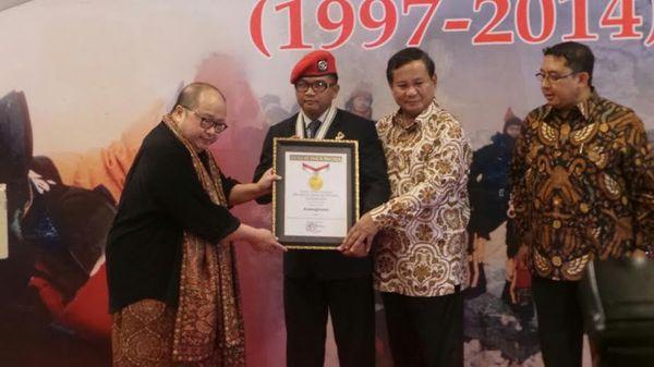 Anak Buah Prabowo Terima Rekor MURI Ucap Takbir di Puncak Everest