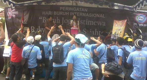 Hari Buruh di Yogya, Mulai Blokir Jalan Hingga Joget Dangdut