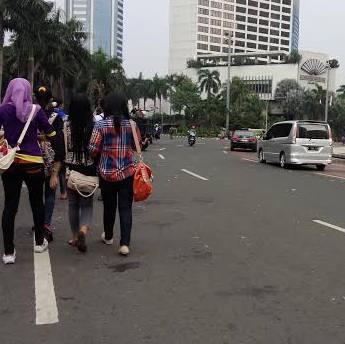 Buruh Mulai Tinggalkan Bundaran HI, Lalin Sudirman-Thamrin Lancar