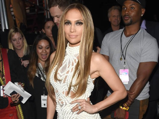 Jennifer Lopez Makin Wow di Usia 44