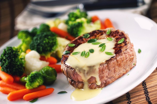Saat Makan Di Restoran Harga Makanan Yang Mahal Terasa Lebih Enak