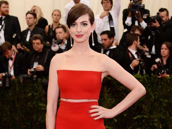 Merah Membara Anne Hathaway