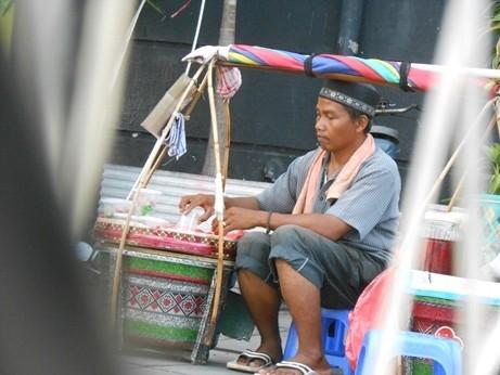 Bang Herman Pedagang Selendang Mayang Mimpikan Rhoma Irama Jadi Presiden