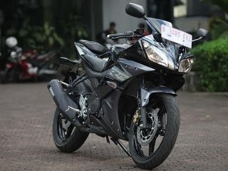 Menyiksa Yamaha R15