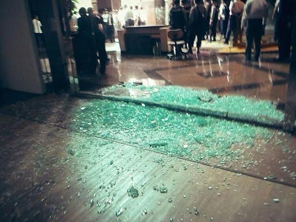 Foto Kaca di Lobi Plaza 89 yang Hancur Dipecahkan Pendemo Freeport