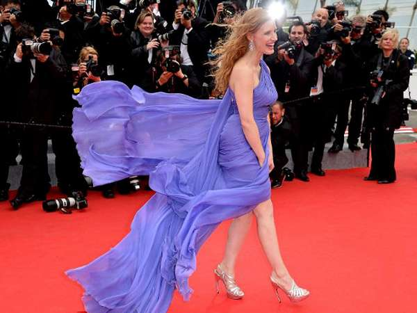 Ups! Gaun Jessica Chastain Tertiup Angin di Festival Film Cannes