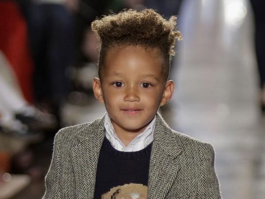 Gemes! Putra Alicia Keys Eksis di Catwalk