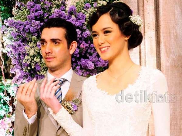 Foto-foto Pernikahan Fachri Albar dan Renata Kusmanto