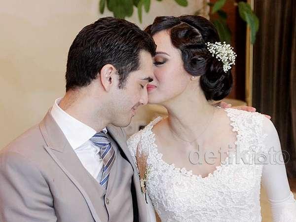 Momen-momen Indah di Pernikahan Fachri dan Renata