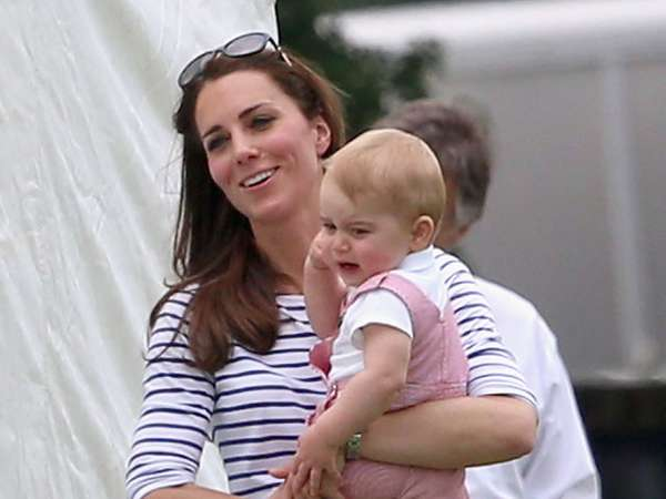 So Cute! Pangeran George Menggemaskan Berbaju Pink