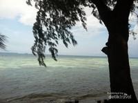 Pemandangan dari Pulau Genteng Kecil