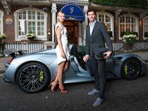 Sharapova dan Webber Kencan di Mobil Terkuat Porsche