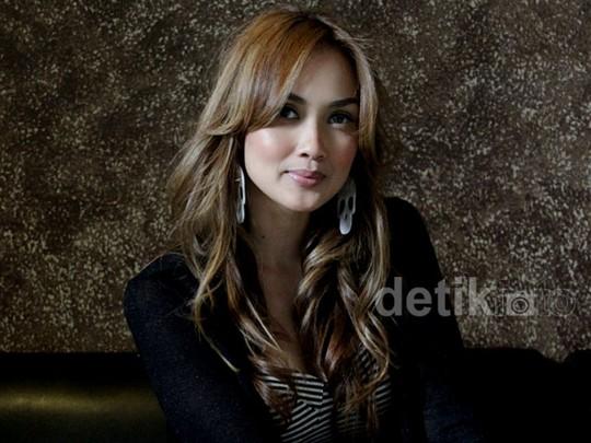 Sara Wijayanto, dari Model Seksi Hingga Jadi Cenayang