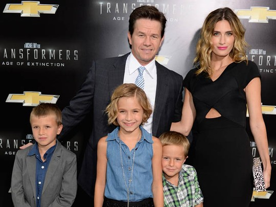 Mark Wahlberg Ajak Istri dan Anak di Premiere Transformers