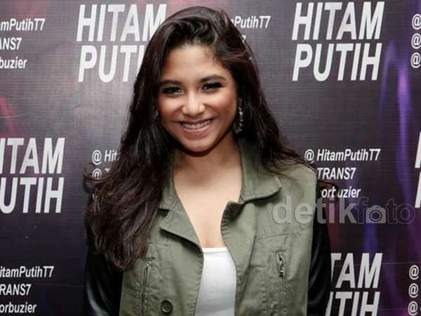 Senyum Manis Nadine, Anak Perempuan Ruth Sahanaya