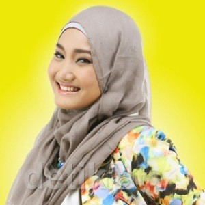 Fatin di Luar Nyanyi, dari Film hingga Buku Hijab Diary