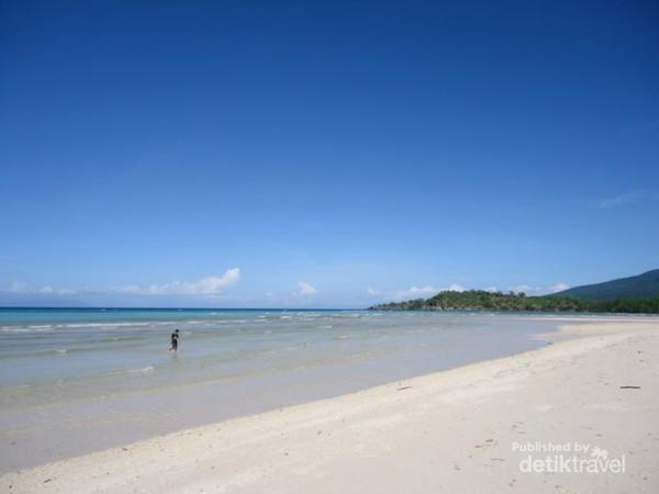 Pemandangan indah di Pantai Welolo, Desa Mausamang - Alor