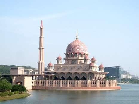 Masjid Pink di Putrajaya (Shafa/detiktravel)