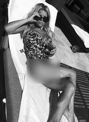 Jessica Simpson Unggah Foto Seksi Saat Bulan Madu