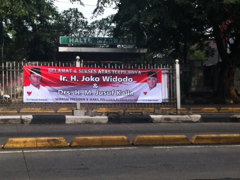 Ada Spanduk Ucapan Selamat Ke Jokowi Jk Dari Prabowo Hatta Di Jaksel
