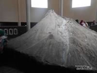 Replika Gunung Merapi