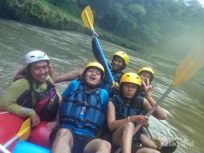 Serunya Arung Jeram di Sungai Elo & Misteri Tapak Buddha
