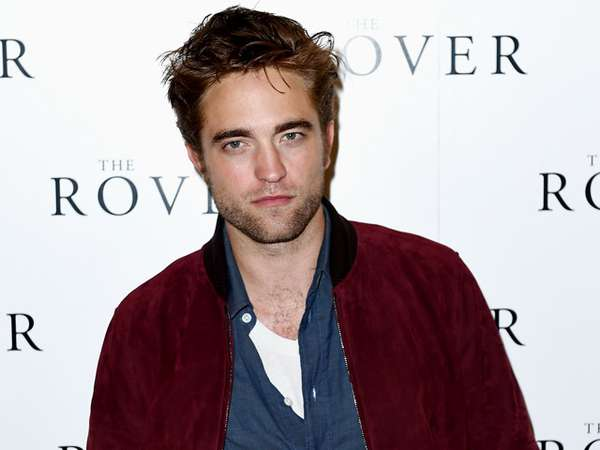 Robert Pattinson Betah Berewokan