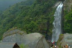 Kerennya Pesona Air Terjun Bidadari di Bogor