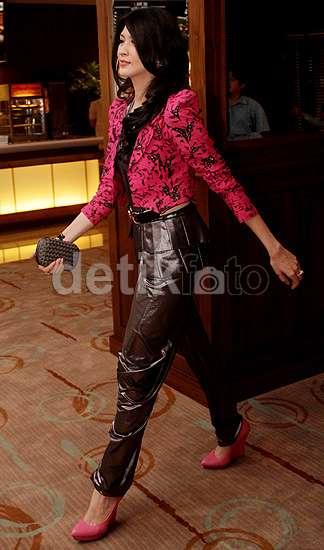Pretty in Pink! Donita di Premiere Mengejar Malam Pertama