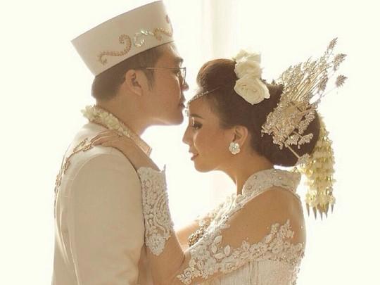 Foto-foto Tya Ariestya Resmi Menikah
