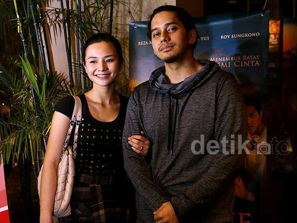 Eriska Rein Gandeng Pacar di Premiere Yasmine